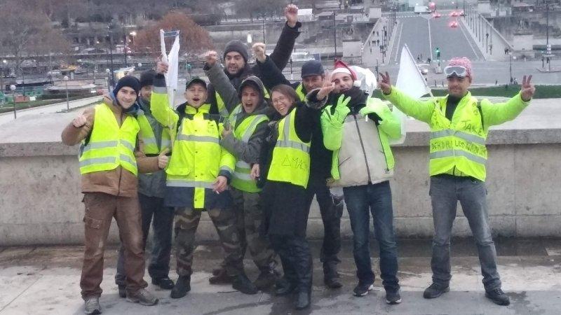 «Желтые жилеты» требуют провести референдум гражданской инициативы во Франции