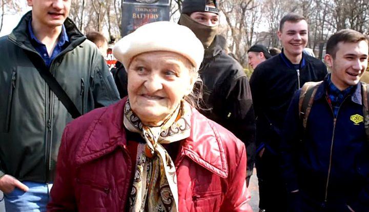 Киевлянка открыто заявила о своей любви к Путину, смотря в лицо украинским патриотам