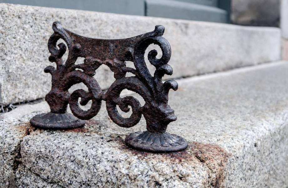 Для чего были нужны странные приспособления из металла у каждого дома в Европе архитектура,европа