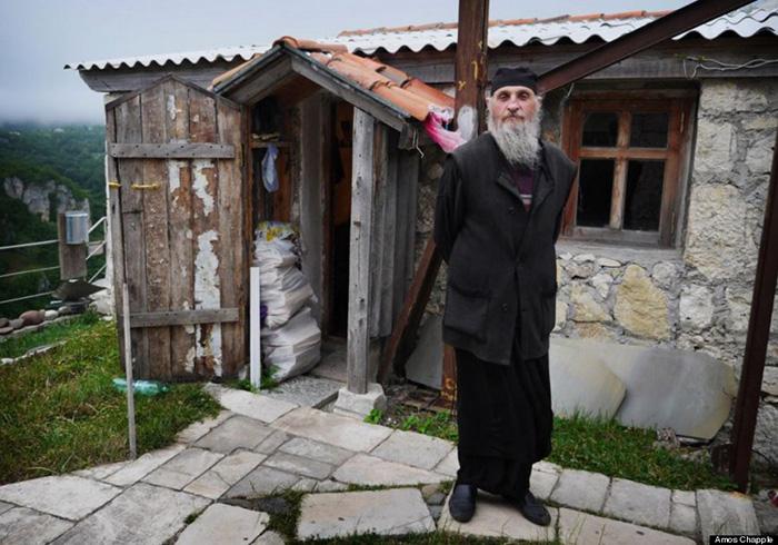 Монах Максим.