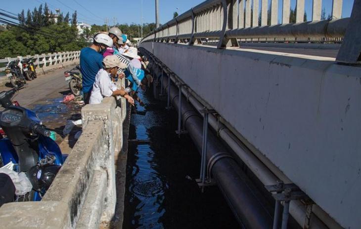 Вьетнамский способ ловить рыбу на бутылку