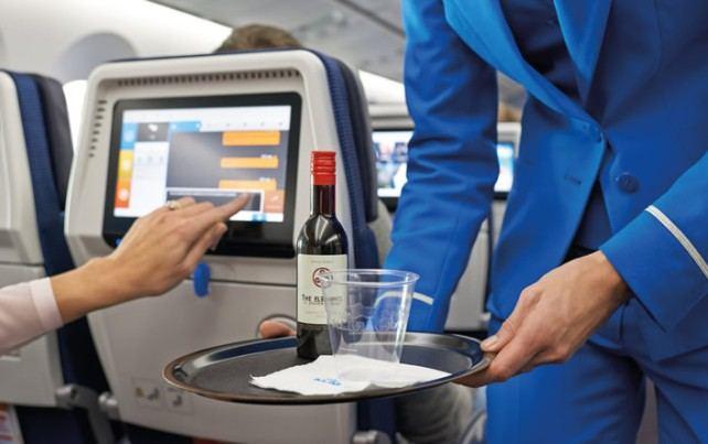 Советы: как быстро адаптироваться к смене часовых поясов и легко заснуть в самолете