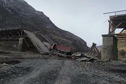 Мост в Дагестане обрушился после проезда КамАЗа Дом