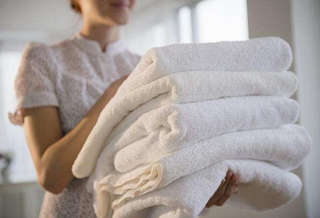 10 причин добавлять в белье уксус во время стирки