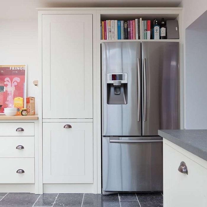 7 идей, как задействовать место над холодильником, чтобы не терять и сантиметра полезной площади холодильником, место, чтобы, можно, холодильник, будет, холодильника, вариант, более, задействовать, Однако, кухни, может, всегда, коробки, места, много, станет, случае, поставить