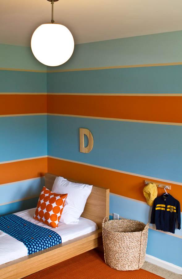 Яркое, динамичное сочетание свежего апельсинового и прохладного голубого