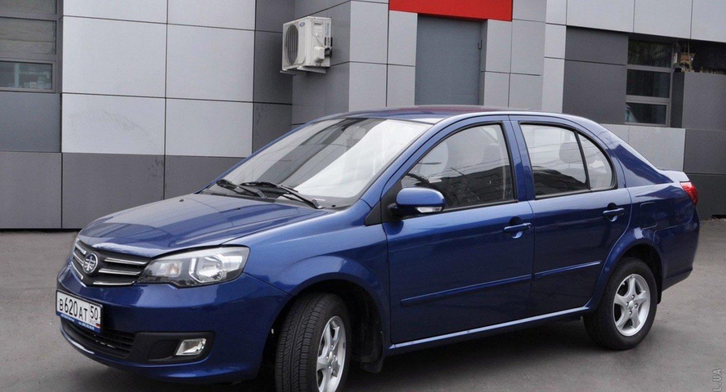 Особенности обновленного седана китайского производства FAW V5 Автомобили