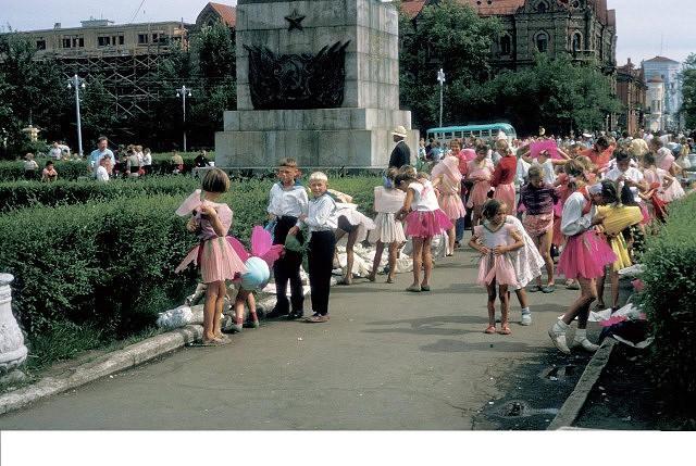 Советское время на цветных фото