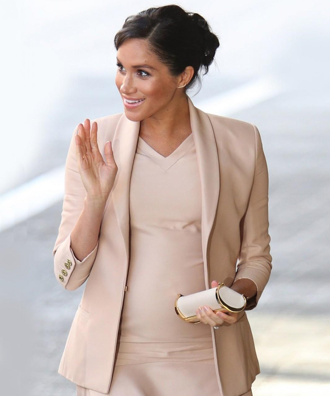 В одном цвете - идеальный монохромный образ Меган Маркл мода