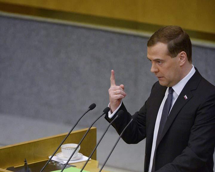 Медведев выступил с бодрым докладом в Госдуме