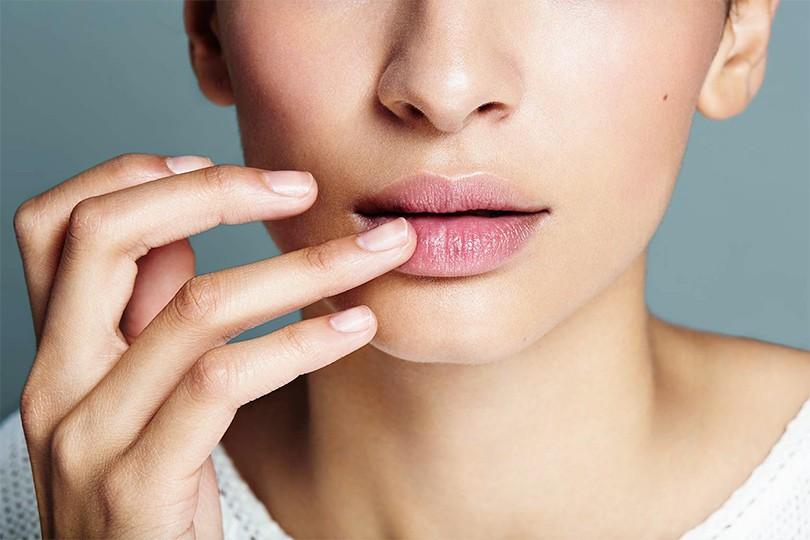 Почему большинство женщин красит губы неправильно