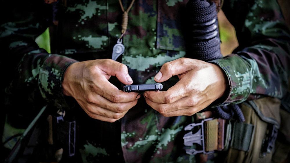 Военным запретили смартфоны …