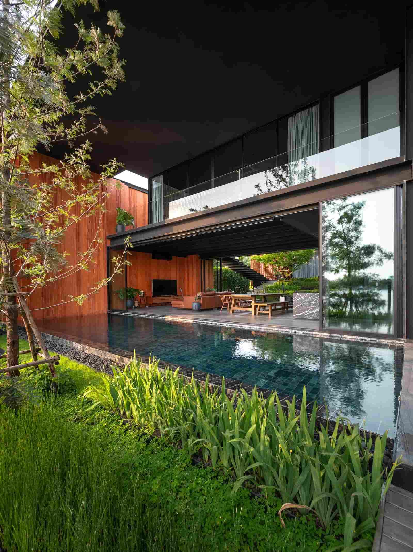 Вдохновлённые амфитеатром архитектура и дизайн особняка в Бангкоке