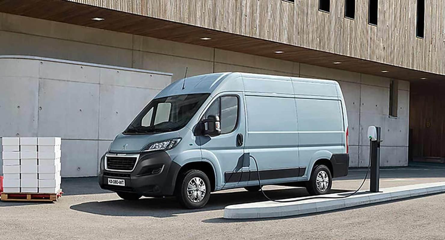 Состоялся одновременный дебют электрических фургонов Peugeot и Citroen Автомобили