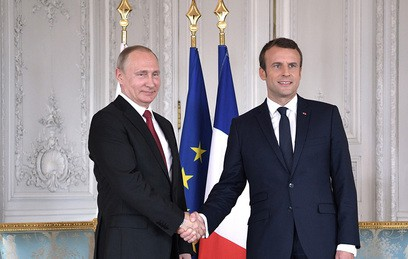 Путин и Макрон обсудили обстановку в Сирии