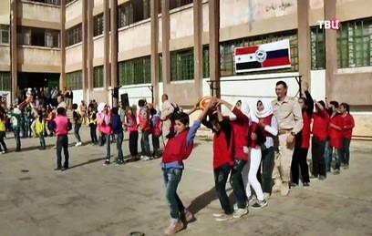 Российские военные провели спортивный праздник для учеников школы в Алеппо