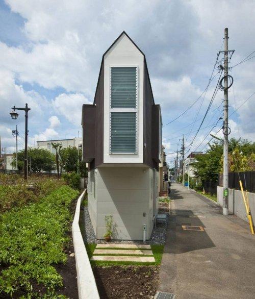 Этот узкий дом из Японии выг…
