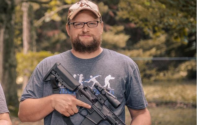 """""""Это фиаско, братан"""", - американский видеоблогер попытался сломать автомат «Калашникова»"""
