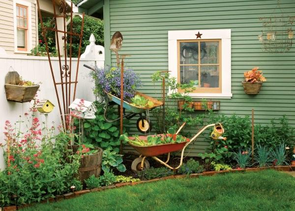 Дизайн двора в деревне - идея оформления клумбы и ландшафта