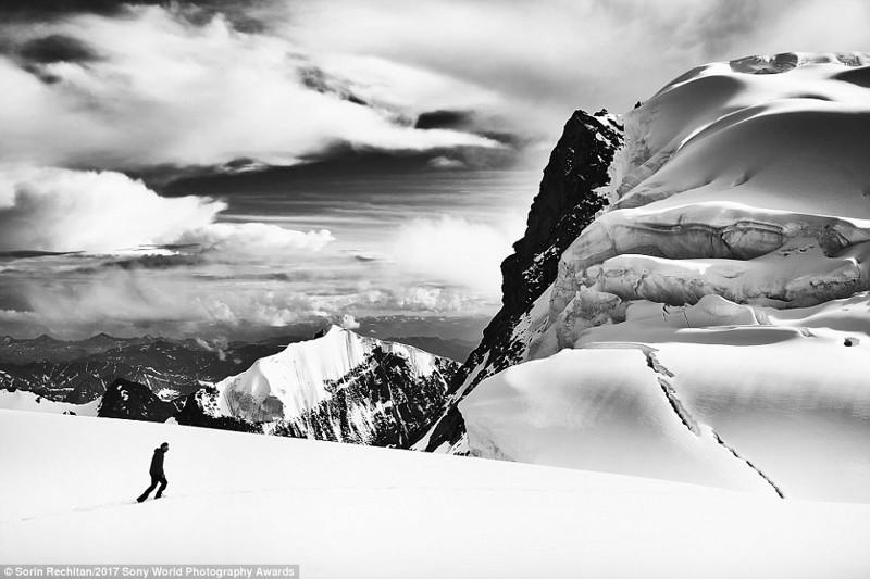 Белое безмолвие. Альпинист на горе Белуха, Алтай, Россия искусство, конкурс, красота, фото