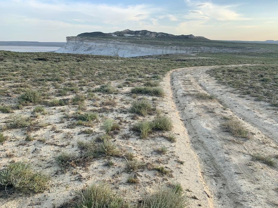Самые  красивые виды, выяснил я перед поездкой, открываются на плато там, где  нет никакого жилья и связи. До ближайшего поселка – 200 километров.