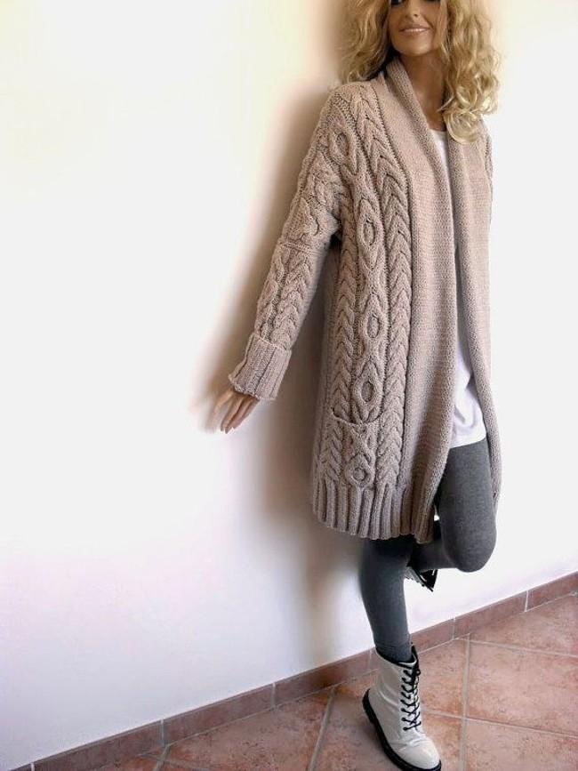 образец картинки модного вязаного пальто тому
