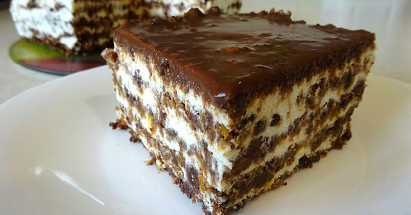 Торт с сухарями и курагой без выпечки: необычное решение для десерта
