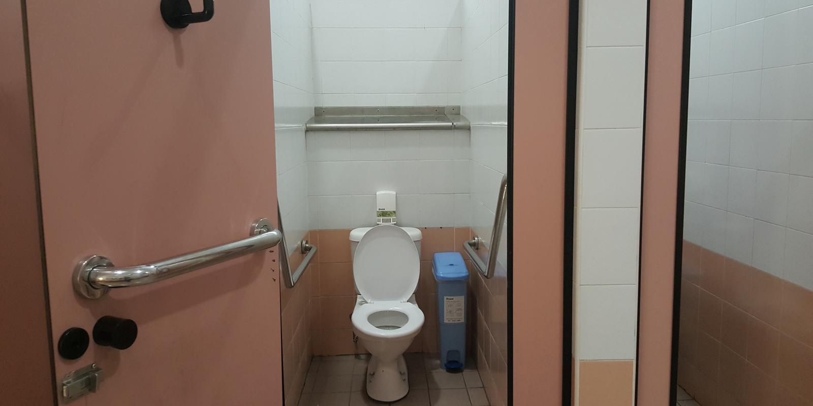 Школьный туалет картинка