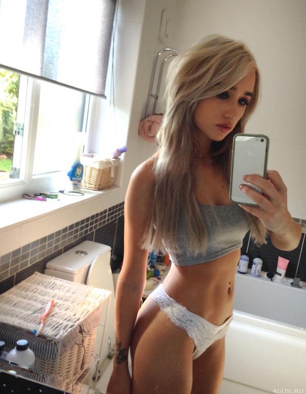 Cute Teen Naked Selfie