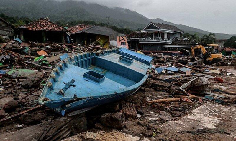 Во время цунами житель Индонезии оказался перед страшным выбором