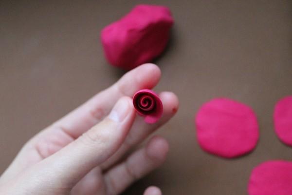 Лепка из полимерной глины: восхитительное сердце из роз (1/2) лепестки, цветы, глины, чтобы, полимерной, второй, будет, больше, цветок, около, «ножку», процессе, лепесток, делаем, листа, цветов, шариков, цветка, лепестков, просто