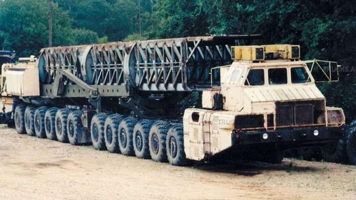 Для чего в СССР построили 24-колесный «МАЗ-7904»