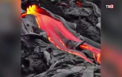 Филиппинский вулкан Майон выбросил столб пепла