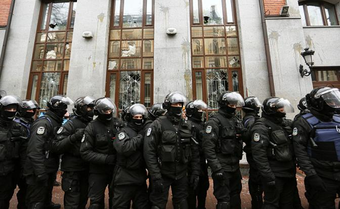 Запад мечтает уничтожить Украину руками русских
