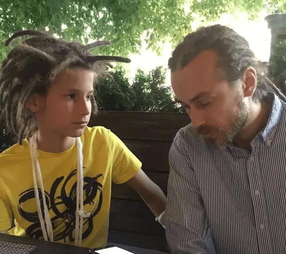 15-летний сын Децла сбрил дреды и перестал быть похожим на отца