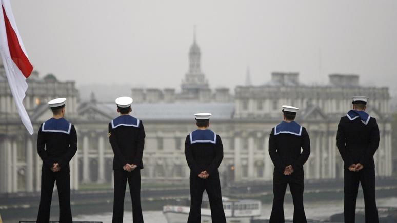 DМ: на перехват российских подлодок британский флот отправил «пластиковый» корабль