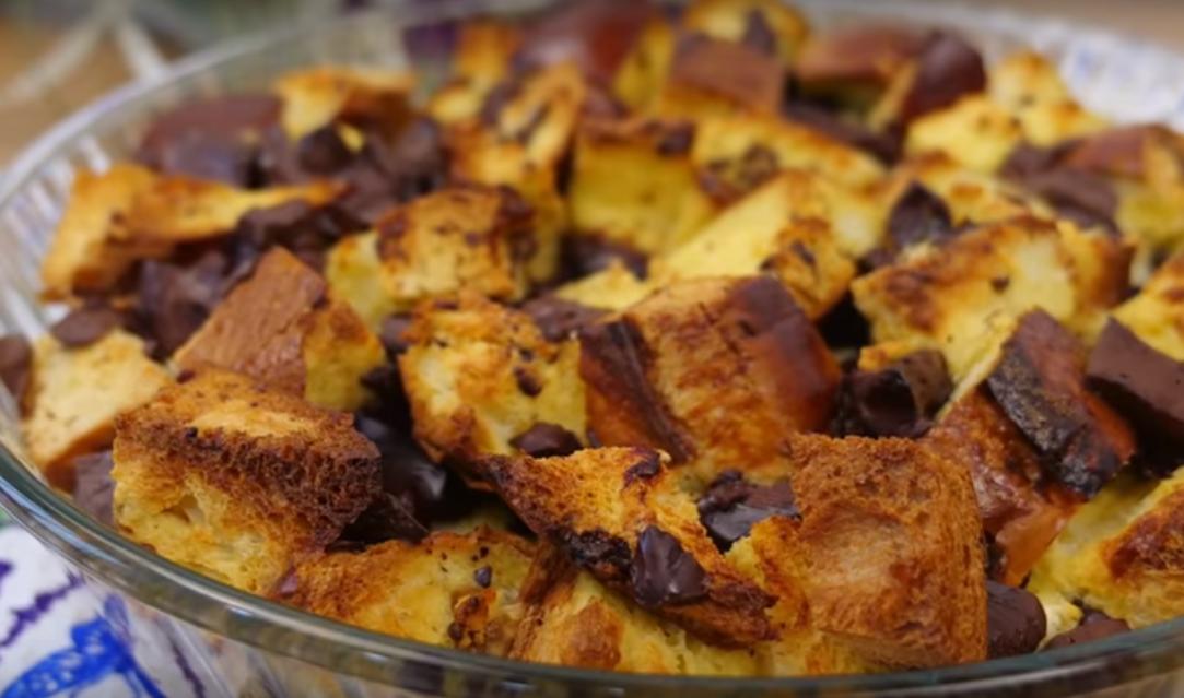 Вкусный пирог из старой выпечки