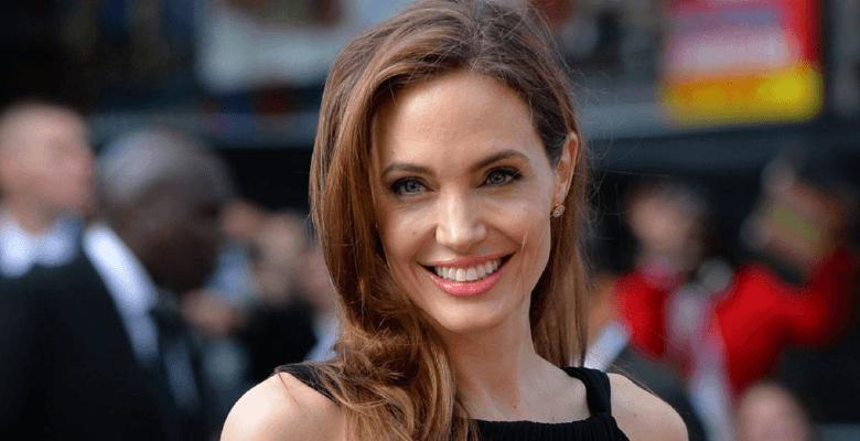 Анджелина Джоли обратилась к…