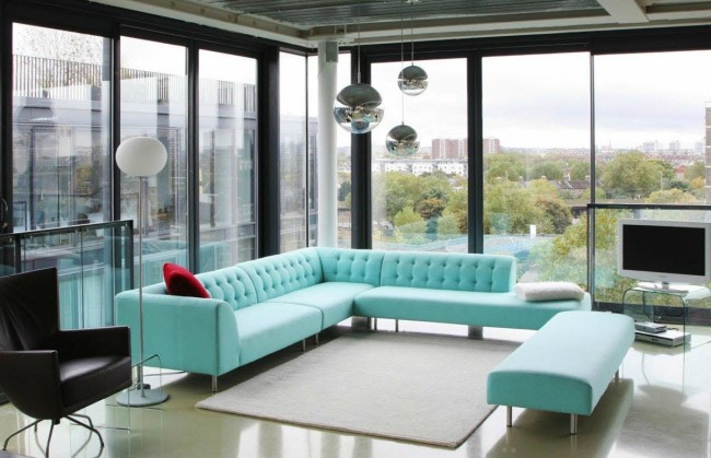 Черно-голубой интерьер современной квартиры