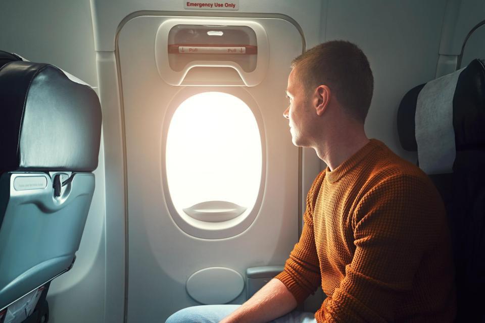 Что произойдет, если вы откроете дверь самолета во время полета?