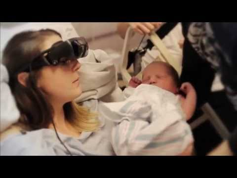 Ослепшая девушка впервые увидела своего ребенка