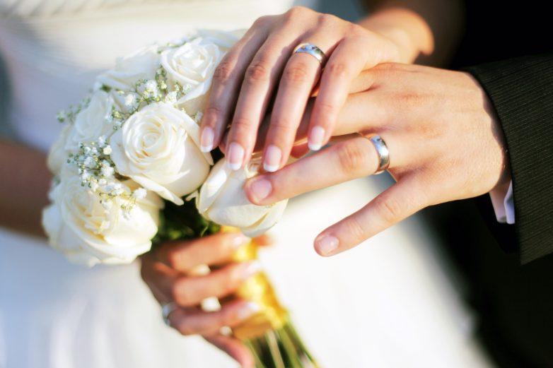 Непростое украшенье: почему мы носим обручальное кольцо на правой руке