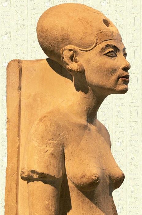 Менее известный скульптурный портрет Нефертити. Кстати, скульпторы Древнего Египта всегда чуть приукрашали заказчика.
