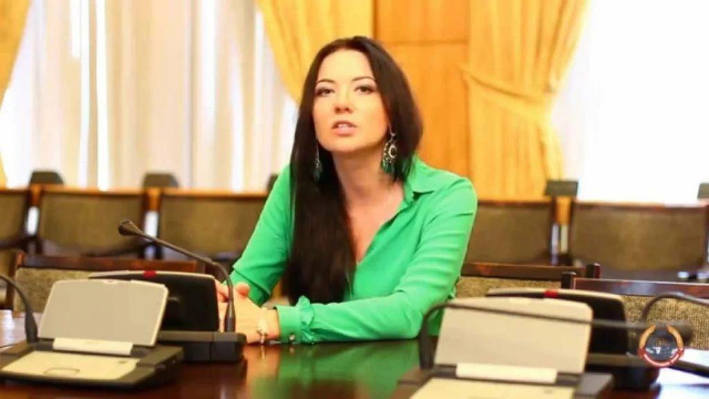 Кира Сазонова: Поскольку вчерашний день прошёл в стримах и эфирах, а устное слово эфемерно, подведём итоги акций ФБК в надежной эпистолярной форме