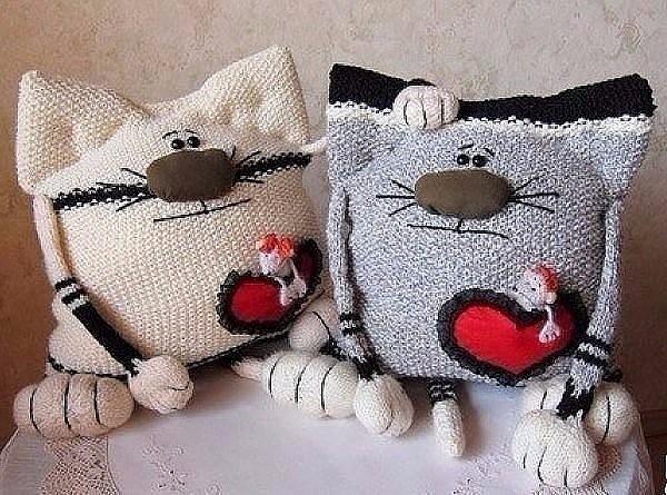 Мои любимые кото-подушки :)
