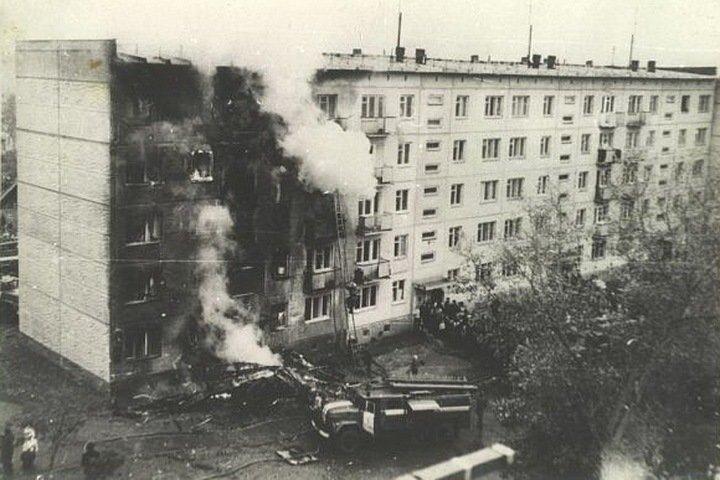 Жилая пятиэтажка протараненная самолётом в Новосибирске СССР, интересное, катастрофы, сми, советский союз, трагедии