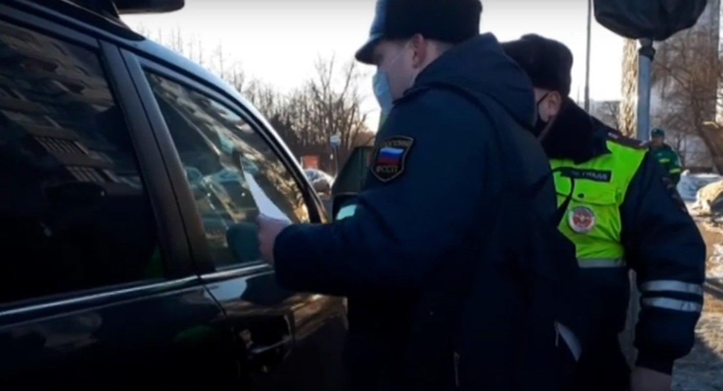 В Москве задержали задолжавшего 3 млн рублей штрафов водителя Toyota Land Cruiser Автомобили