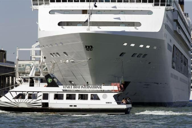 Столкновения судов в море и с берегом : последствия ошибки капитанов при управлении морскими судами