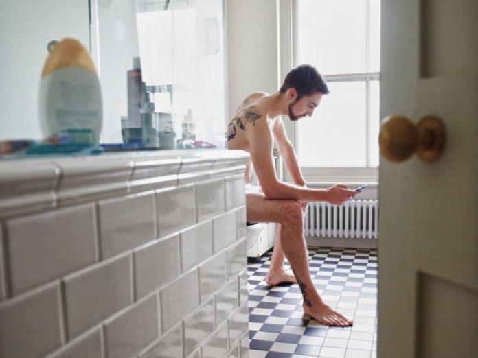 Муж решил проверить неизвестную функцию в телефоне. Только посмотри, что он отправил жене!