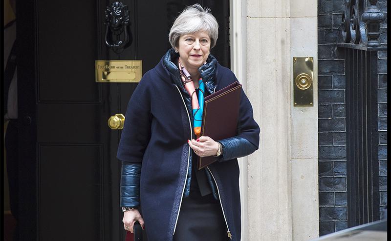 В Великобритании демократия? Сплюньте!